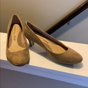 Croft & Barrow Ortholite Tan suede shoes size 7.5